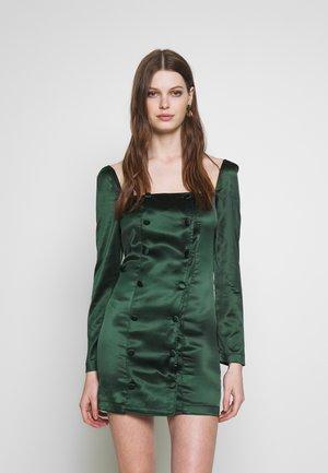 SQUARE NECK SELF DRESS - Vestido de cóctel - emerlad