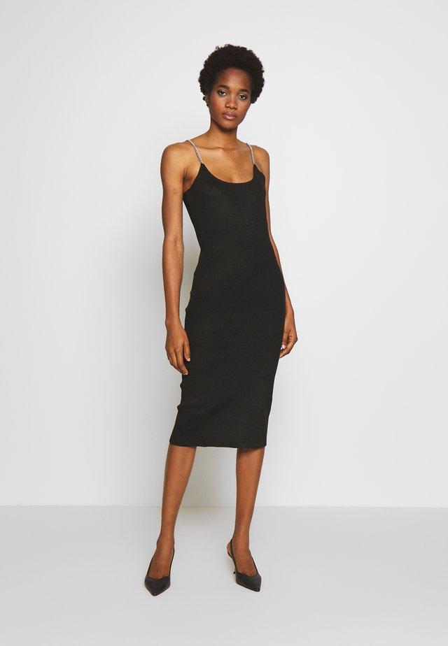 CHAIN SHOULDER - Pouzdrové šaty - black