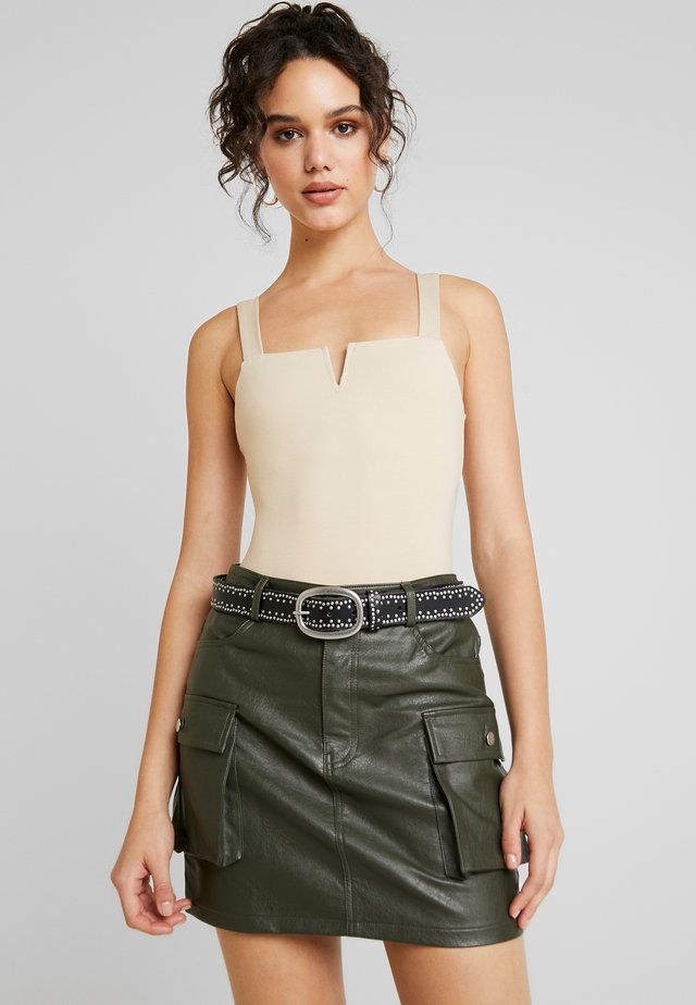 SQUARE NECK SLEEVELESS - Top - tan