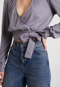 Honey Punch - CHOKER NECK WRAP FRONT - Bluzka z długim rękawem - dk. grey - 4