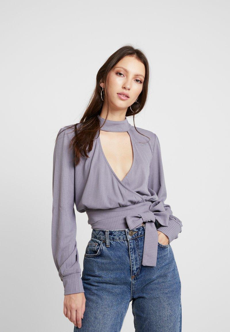 Honey Punch - CHOKER NECK WRAP FRONT - Bluzka z długim rękawem - dk. grey