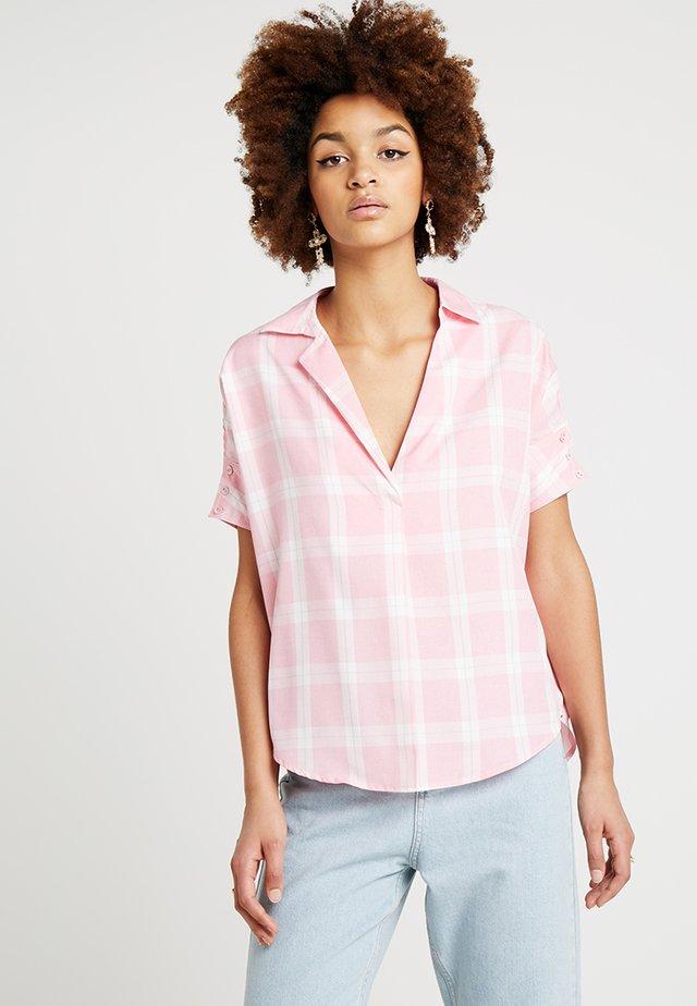 PLAID BUTTON DETAIL - Bluse - pink