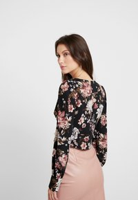 Honey Punch - PRINTED BUTTON FRONT  - Bluser - black flower - 2