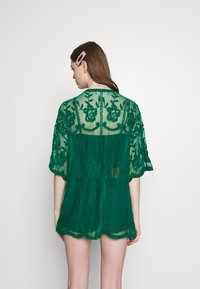Honey Punch - SHORT KIMONO - Veste légère - emerald - 2