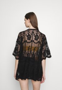 Honey Punch - SHORT KIMONO - Veste légère - black - 2