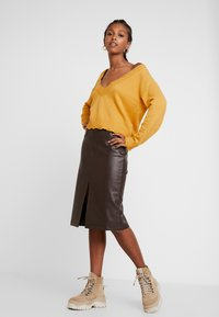 Honey Punch - VJUMPER CROPPED - Maglione - mustard - 1