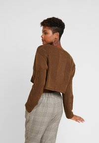 Honey Punch - NECK CROPPED LOVE SLEEVE - Maglione - olive - 3