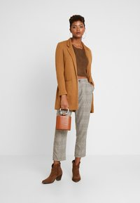 Honey Punch - NECK CROPPED LOVE SLEEVE - Maglione - olive - 1