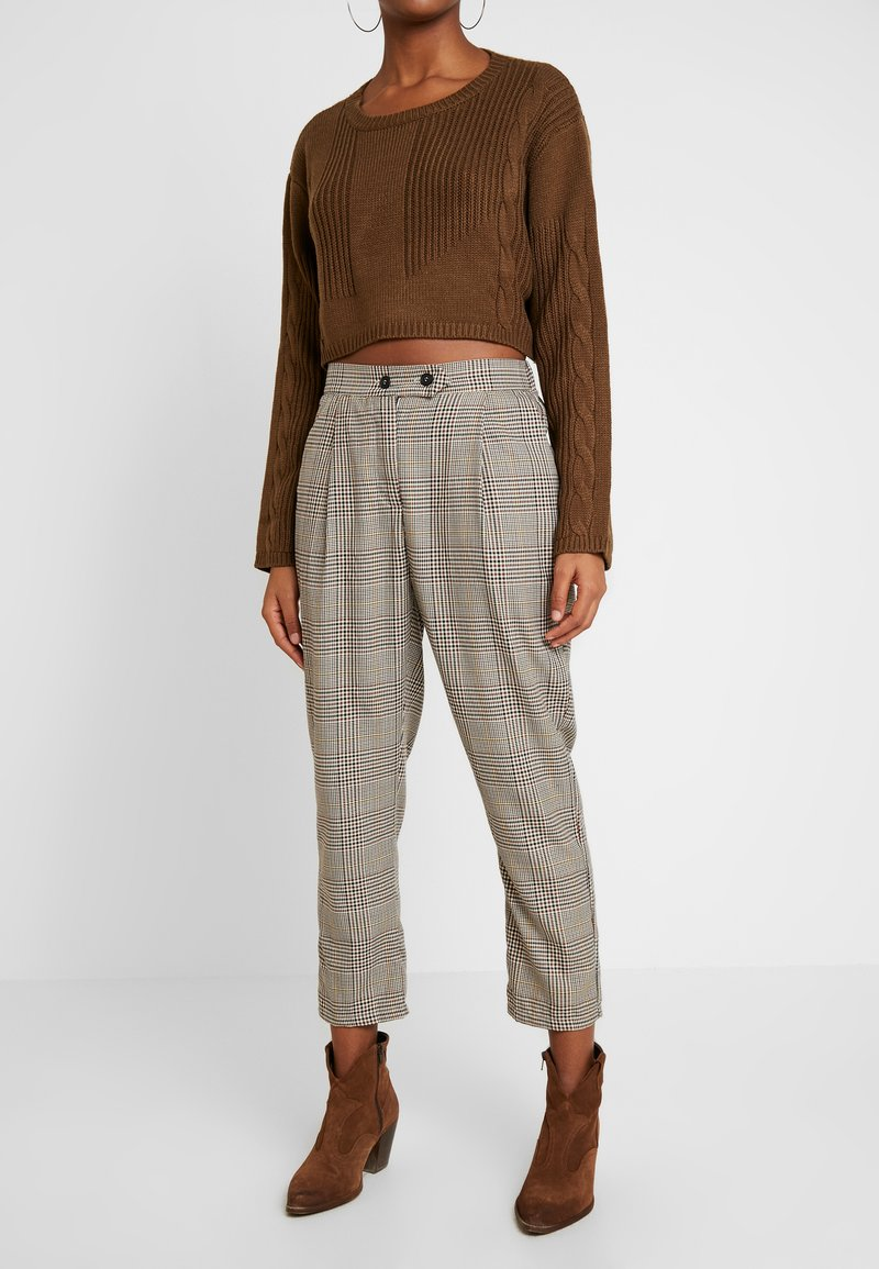 Honey Punch - NECK CROPPED LOVE SLEEVE - Maglione - olive