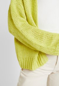 Honey Punch - CARDI - Cardigan - neon green - 4