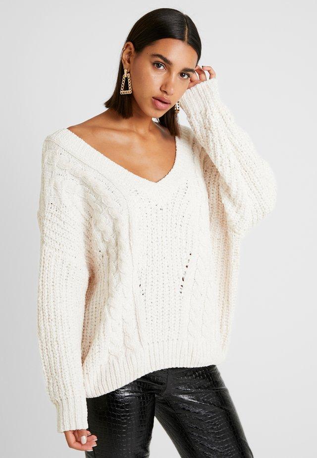 CRISS CROSS BACK DETAIL - Sweter - cream