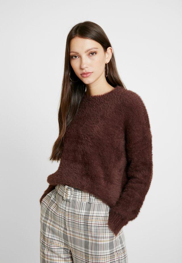 EYELASH CREWNECK - Sweter - chocolate
