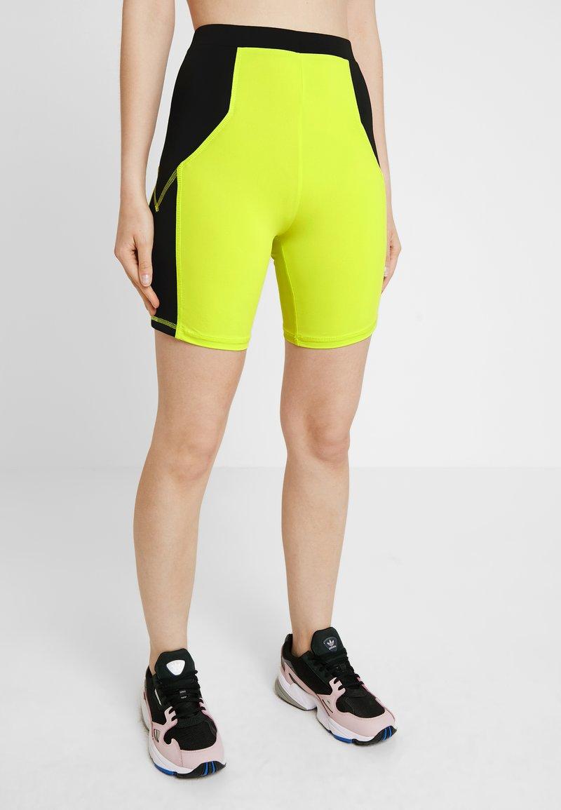 Honey Punch - CONTRAST BIKER - Shorts - neon yellow