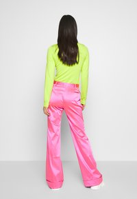 House of Holland - FLARED TAILORED TROUSER - Kalhoty - pink - 2