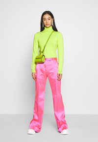 House of Holland - FLARED TAILORED TROUSER - Kalhoty - pink - 1