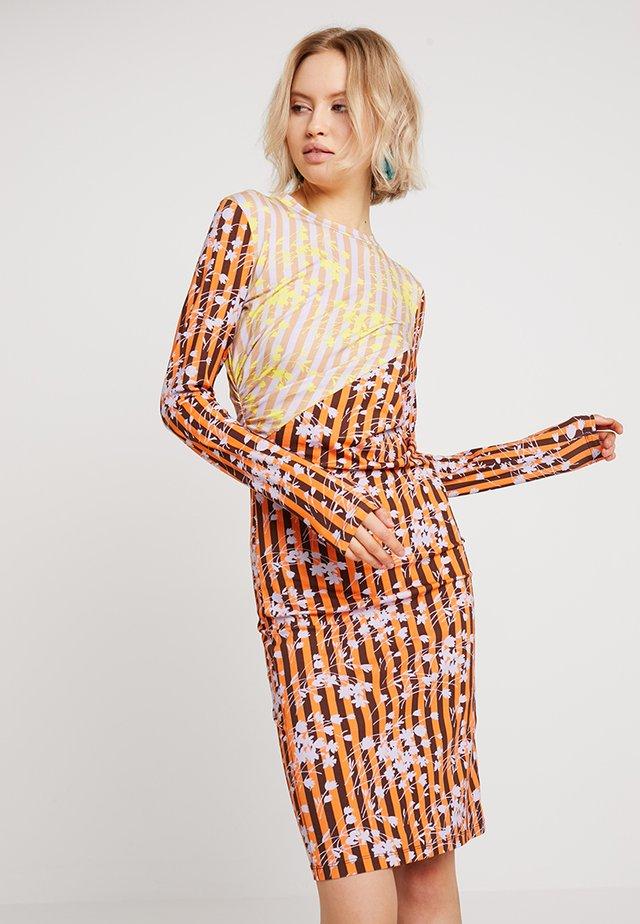 VIVID PANELLED TWIST DRESS - Etui-jurk - orange/multi