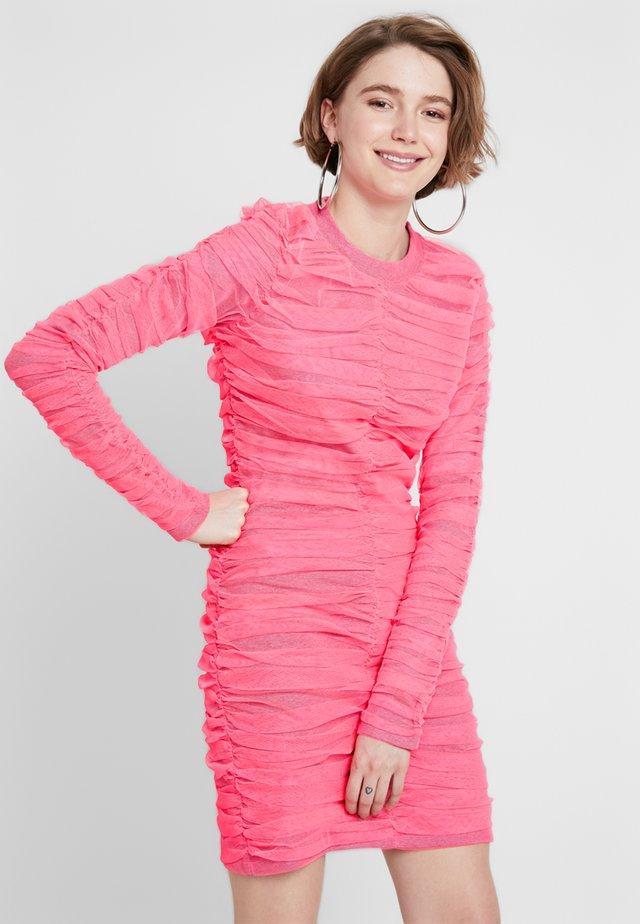 BRIGHT GATHERED MINI DRESS - Etuikleid - neon pink
