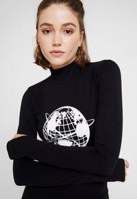 House of Holland - GLOBAL CITIZEN BODY CON MINI DRESS - Pouzdrové šaty - black - 4
