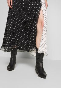 House of Holland - ONE SHOULDER POLKA GATHERED DRESS - Cocktail dress / Party dress - black/white - 4