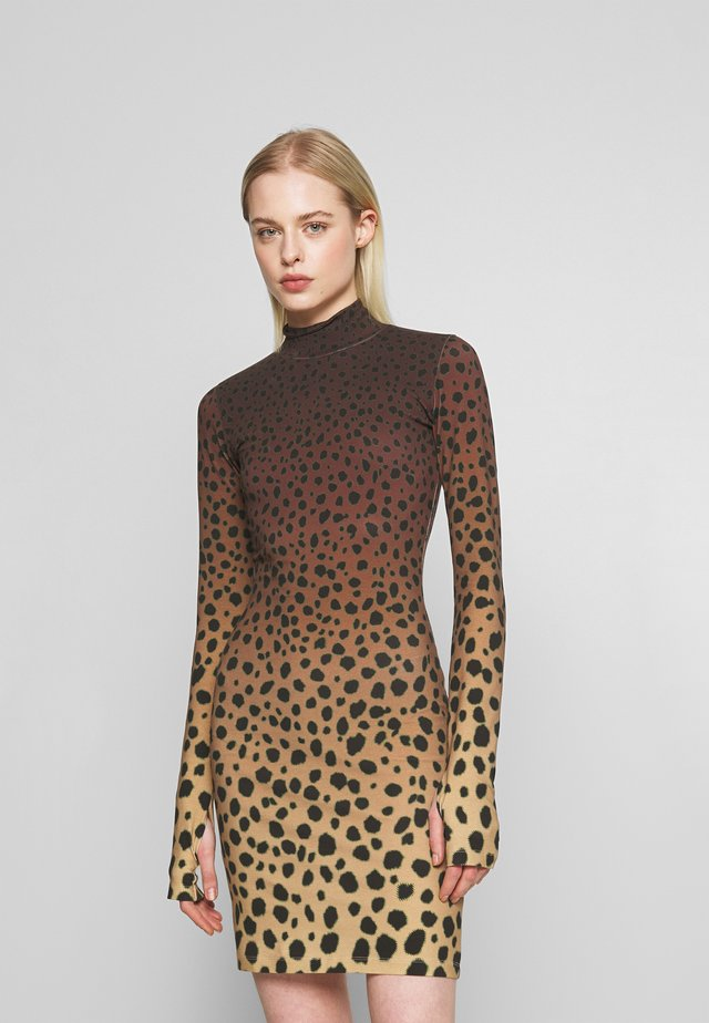 CHEETAH MINI DRESS - Pouzdrové šaty - brown multi