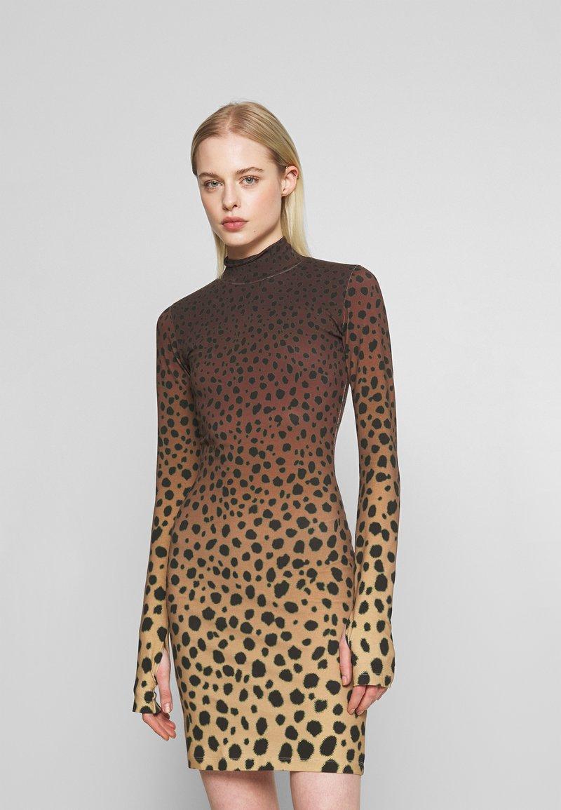 House of Holland - CHEETAH MINI DRESS - Pouzdrové šaty - brown multi