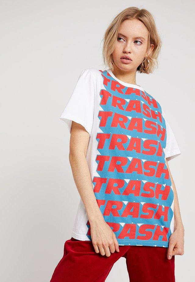 TRASH SHORT SLEEVE - T-shirt print - white/multi