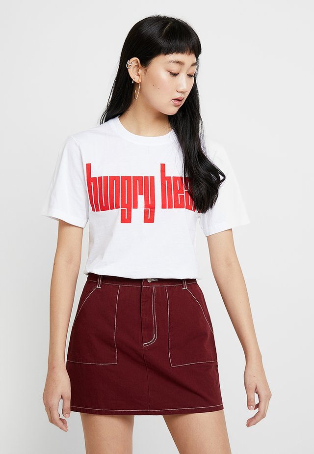 ANDREW BRISCHLER HUNGRY HEARTS SHORT SLEEVE - Print T-shirt - white