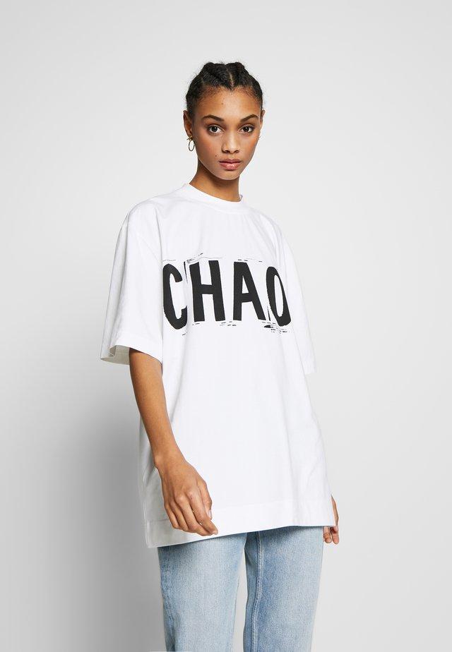 CHAOS OVERSIZED TEE - T-shirt print - white