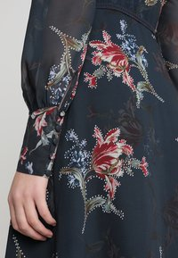 Hope & Ivy - PLUNGE BUTTON DOWN LONG SLEEVE  - Maxi šaty - navy - 5