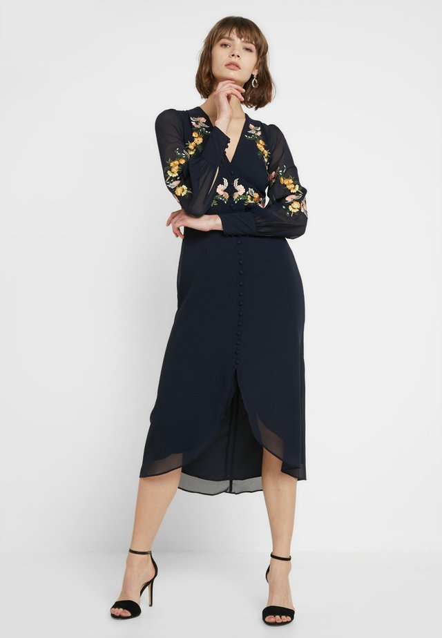 EMBROIDERED BUTTON FRONT MIDI - Abito da sera - navy