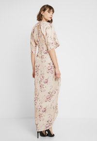 Hope & Ivy - TIE KNOT FRONT MAXI WITH KIMONO SLEEVES - Cocktailklänning - blush - 3