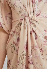 Hope & Ivy - TIE KNOT FRONT MAXI WITH KIMONO SLEEVES - Cocktailklänning - blush - 6