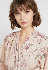 Hope & Ivy - TIE KNOT FRONT MAXI WITH KIMONO SLEEVES - Cocktailklänning - blush - 4