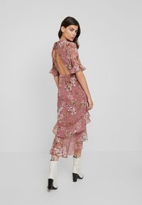 Hope & Ivy - FLUTED SLEEVE MIDI DRESS - Cocktail dress / Party dress - blush - 3