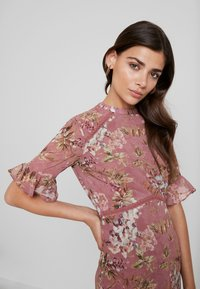 Hope & Ivy - FLUTED SLEEVE MIDI DRESS - Cocktail dress / Party dress - blush - 4