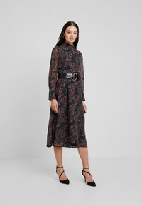 Hope & Ivy - MIDI DRESS WITH RUFFLE AND BUTTON DETAIL - Cocktailklänning - green - 2