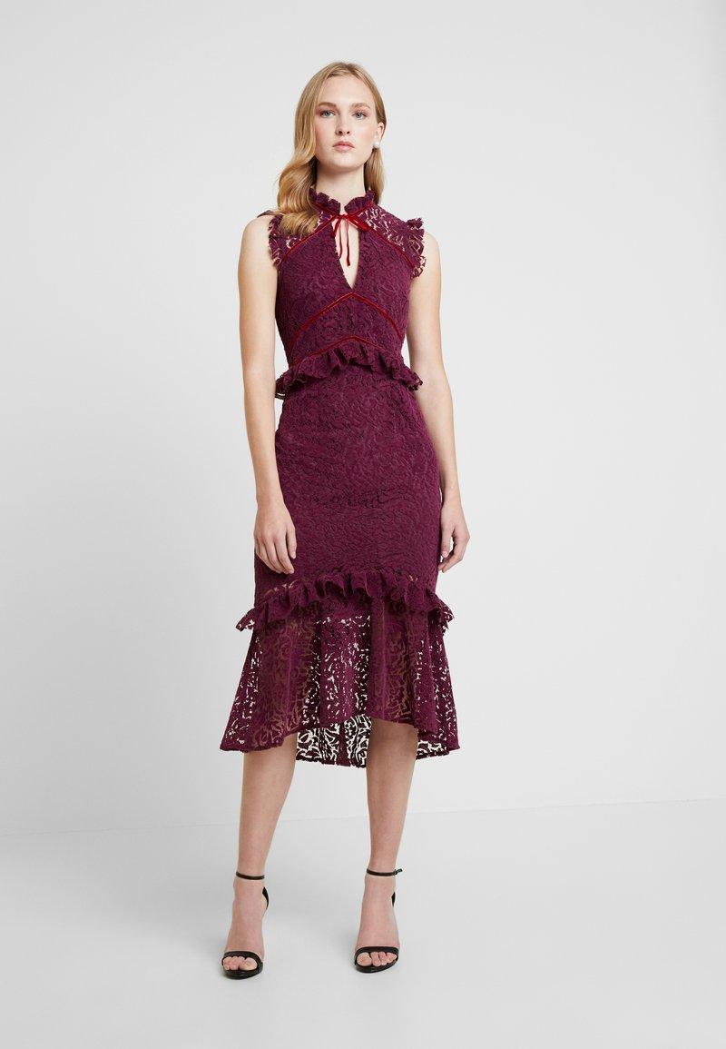 Hope & Ivy - PEPLUM DRESS WITH TRIMS - Koktejlové šaty/ šaty na párty - burgundy