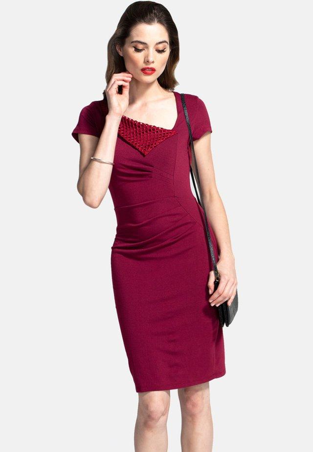 Fodralklänning - dark red