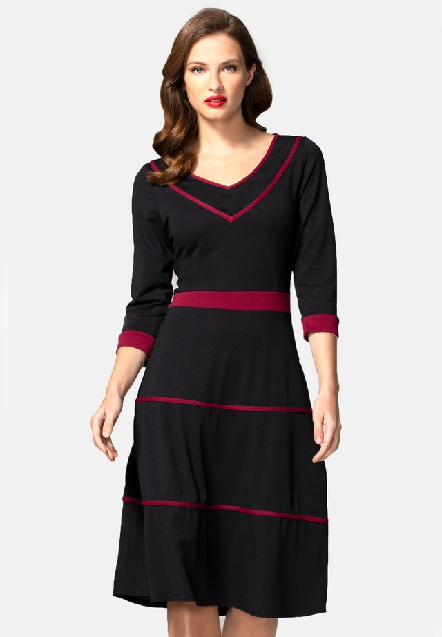 V NECK DRESS WITH CONTRAST PIPING - Day dress - black and burgundy