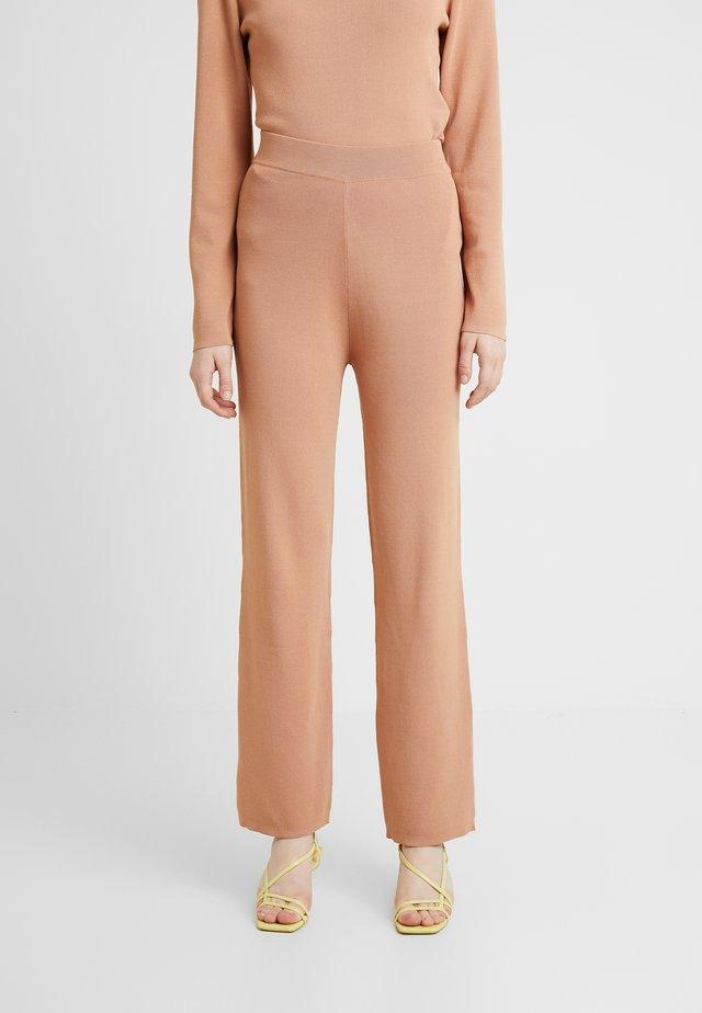 OLA PANTS - Stoffhose - camel