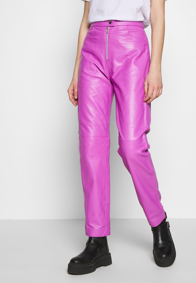 RUDY TROUSERS - Stoffhose - purple