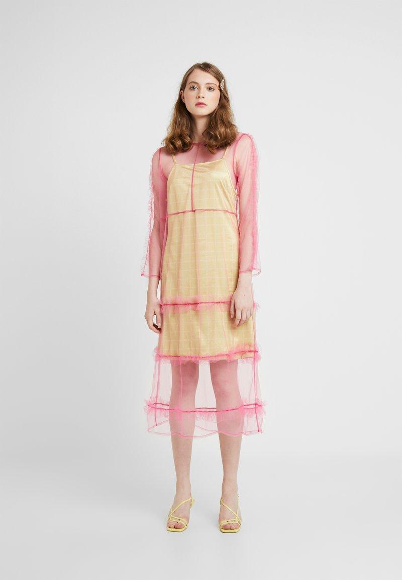 HOSBJERG - OTTAVIA DRESS - Korte jurk - pink