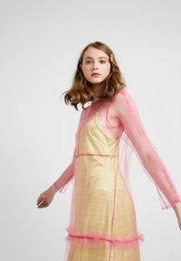 HOSBJERG - OTTAVIA DRESS - Korte jurk - pink - 3