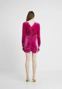 HOSBJERG - PHOEBE DRESS - Koktejlové šaty/ šaty na párty - pink - 2