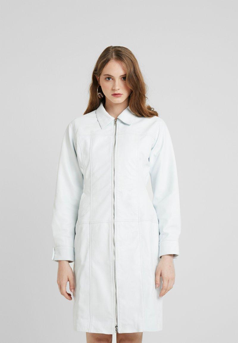 HOSBJERG - OLLIE LEATHER DRESS - Robe d'été - white