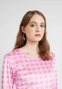 HOSBJERG - NORA LOGO - Langærmede T-shirts - pink - 3