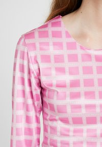 HOSBJERG - NORA LOGO - Langærmede T-shirts - pink - 5