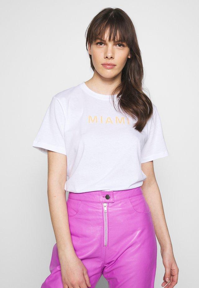 RIO MIAMI - Print T-shirt - white