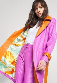 HOSBJERG - RUDY FRANCE COAT - Classic coat - purple/orange - 5