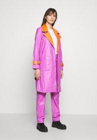 HOSBJERG - RUDY FRANCE COAT - Classic coat - purple/orange - 1